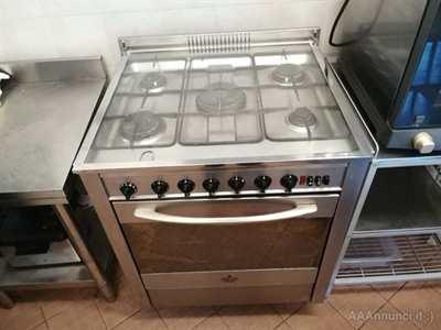 Cucina inox 5 fuochi 70x60x90 con forno